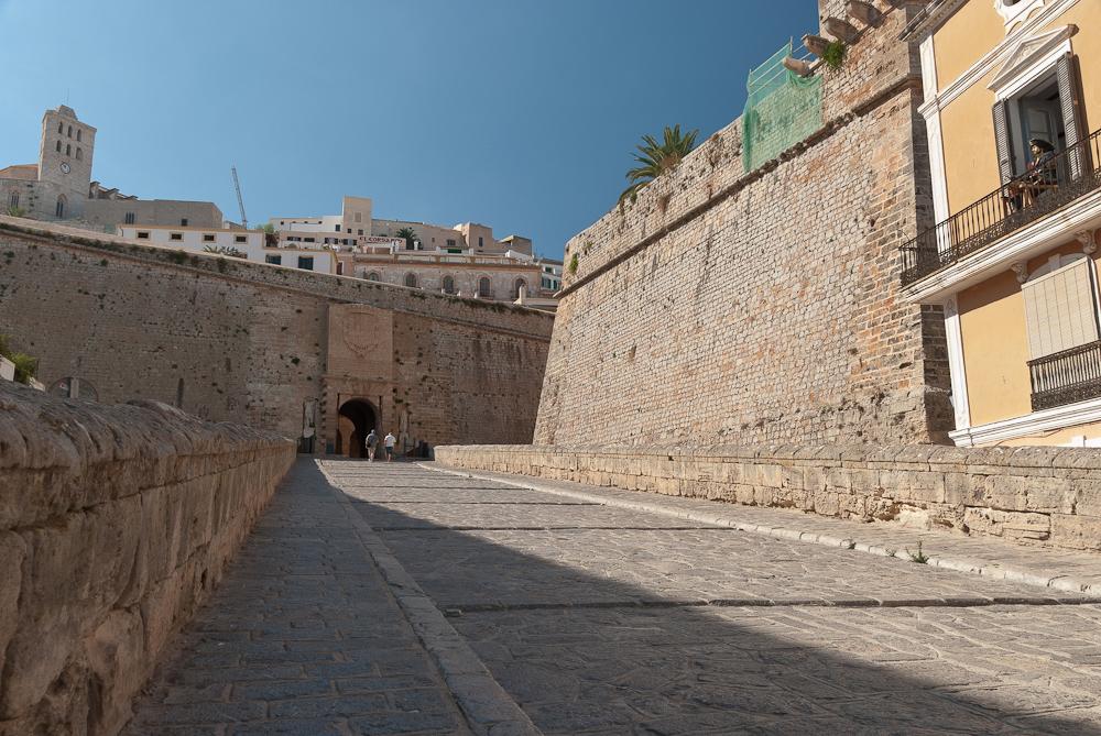 Zugang zu Dalt Vila
